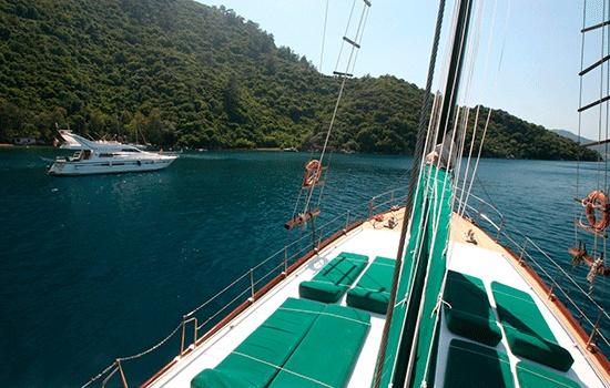 У берегов Мармариса по неизвестным причинам затонула яхта с туристами