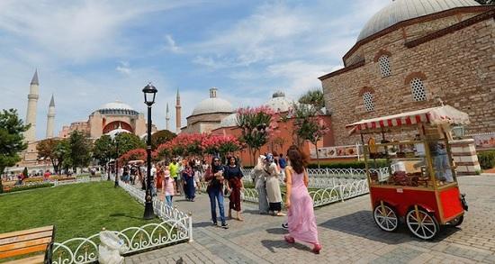Количество иранских гостей Стамбула продолжает расти