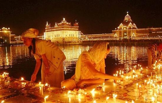 Индия празднует Дивали - фестиваль огней