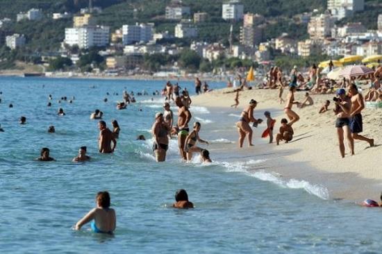 Снег на севере и полные пляжи на юге Турции : климатическая неординарность обычного турецкого вторника