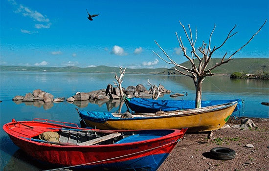 Наслаждайтесь четырьмя сезонами чудес природы на озере Чилдыр