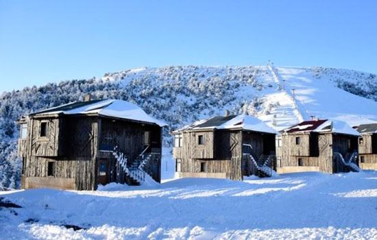 Покрытый снегом природный парк Лимни-Лейк в Черноморском нагорье Турции ждет посетителей
