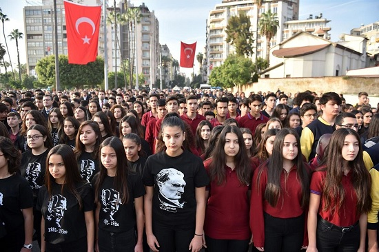 В пятницу утром жизнь Турция замерла на минуту
