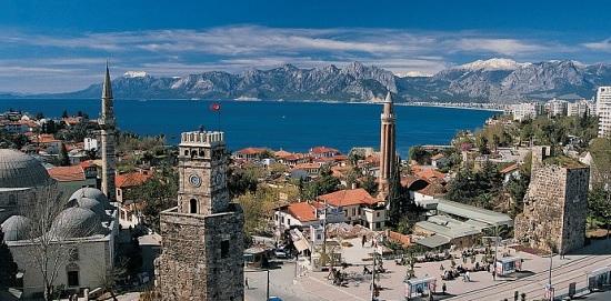 Больше половины туристов едут в Турцию ради посещения Стамбула и Анталии