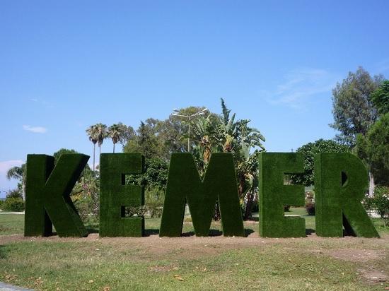 В Кемере бархатный сезон: туристы до сих пор наслаждаются морем и солнцем