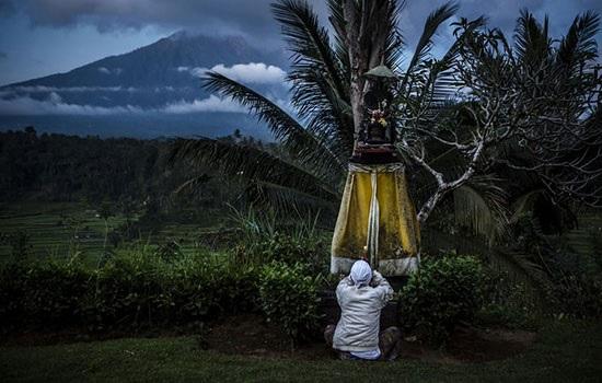 Вулканическая деятельность горы Агунг влияет на туризм региона Бали