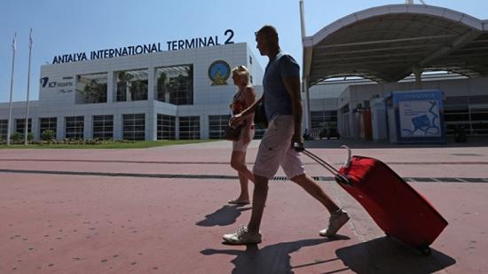 Российские туристы едут больше туда, где их ждут - в Турцию