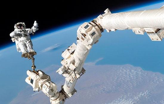 В 2019 году Россия планирует предложить туристам возможность выхода в открытый космос