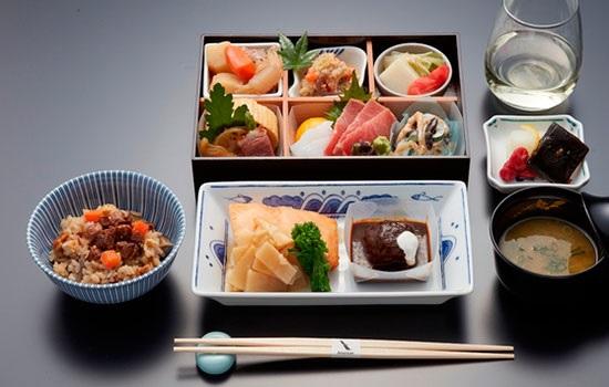 American Airlines приветствует новых бортовых поваров, которые готовы сразить наповал пассажиров своими блюдами