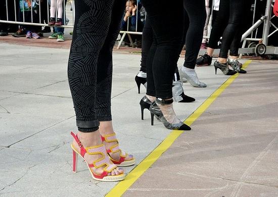 В Анталии состоялся ежегодный забег на каблуках с призовым фондом в 4 500 лир