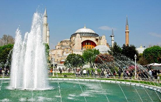 В Стамбуле две японские туристки стали жертвами VIP-трансфера