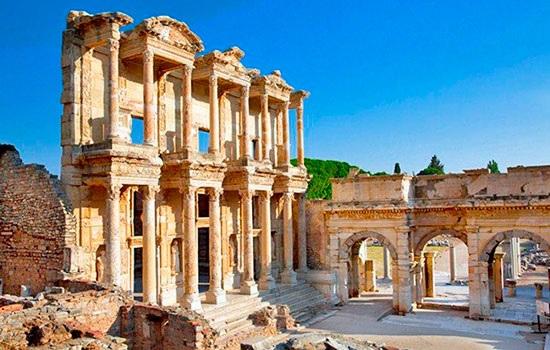 Австрийский министр поблагодарил Турцию за возобновление раскопок в Эфесе