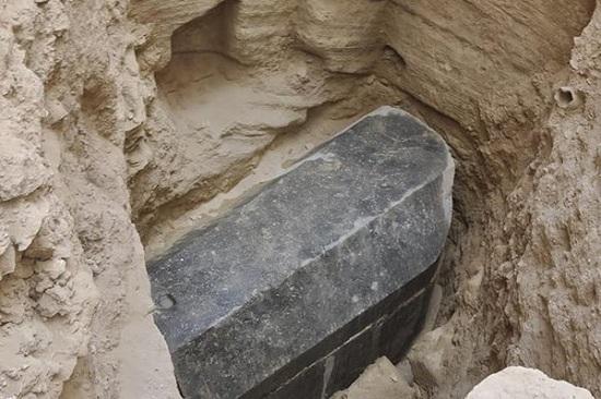 Загадочный саркофаг нашли в Египте