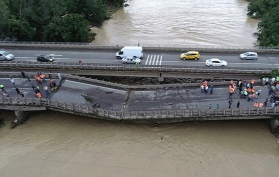 Оползни на севере Турции в результате проливных дождей привели к гибели человека