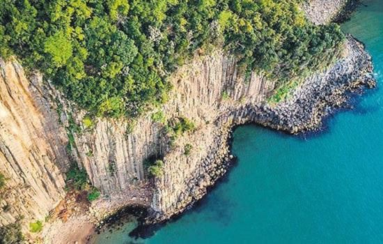 Редкие базальтовые колонны на севере Турции стали одним из самых популярных туристических направлений