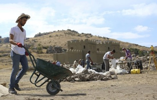 Местные жители зарабатывают деньги, раскапывая древний город Хаттуша в провинции Чорум