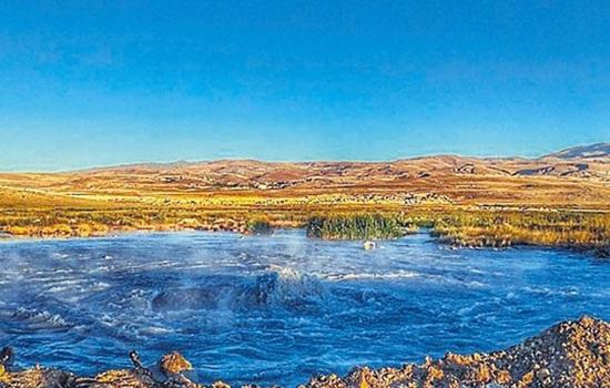 Туристы из разных регионов Турции едут в район Диядин, провинции Агры, на целительные горячие источники