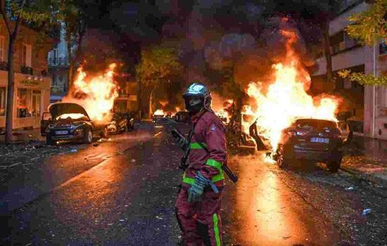 Туристические места в Париже закрываются в выходные из-за бунта