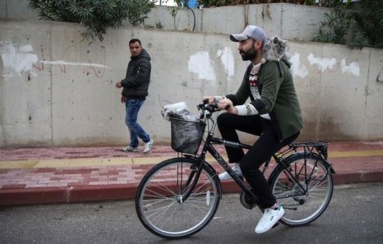 Человек на велосипеде в Анталии взорвал соцсети
