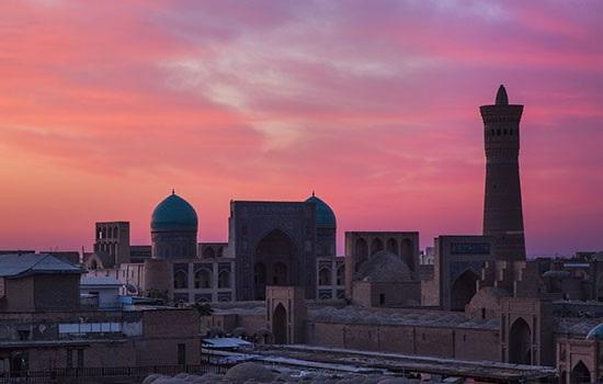 Древний узбекский город Бухара пленяет посетителей своей духовностью