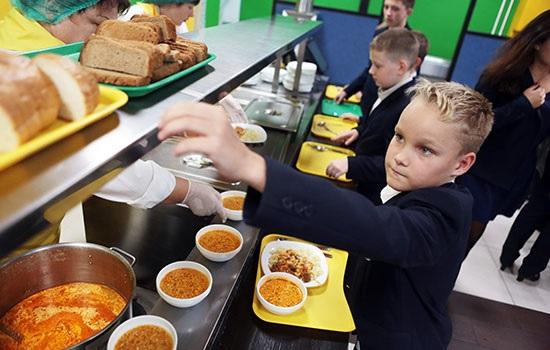 Школьникам России нельзя будет приносить еду из дома