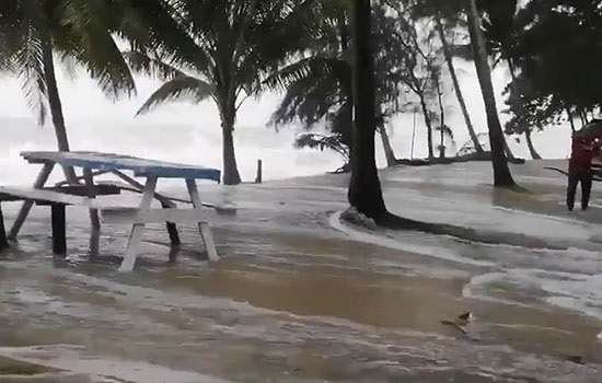 Самый разрушительный шторм за последние 30 лет — «Пабук» обрушился на Таиланд, оказывая влияние на туризм