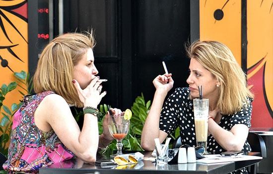Борьба с курением в Турции распространяется на внутренние дворики в кафе и ресторанах