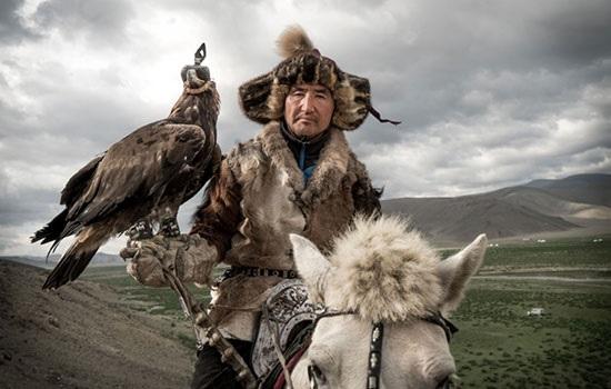 Монголия продвигает туризм через Весенний фестиваль беркута