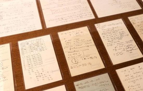 Израильский университет выставляет десятки рукописей Эйнштейна