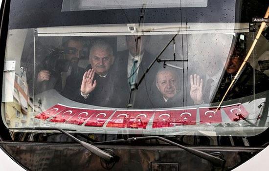Соединяя восток и запад Стамбула, официально открывается пригородная железная дорога Мармарай