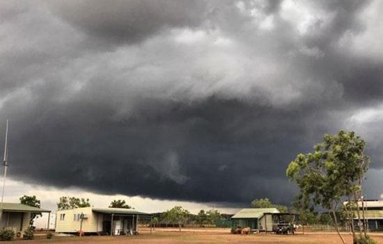 Сильнейший тропический циклон Тревор надвигается на Австралию: объявлено чрезвычайное положение в Северной территории