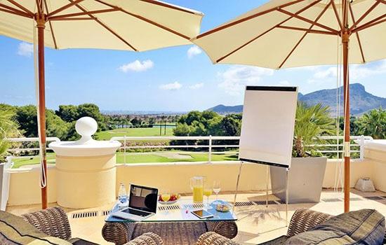 Испанский курортный комплекс La Manga Club делает выгодное предложение на Пасху для семейного отдыха
