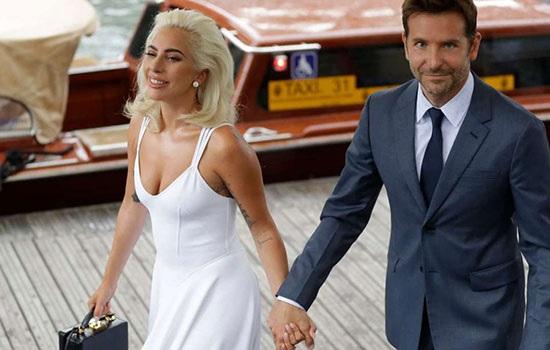 Lady Gaga переезжает к Брэдли Куперу