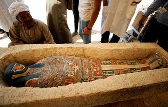 Египет представляет 2 древние пирамиды и коллекцию артефактов, ранее не доступных для туристов