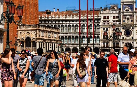 Массовый туризм и туристические поездки представляют все большую угрозу для планеты