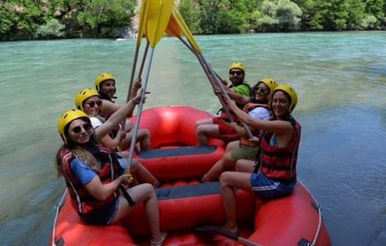 Туристы активно едут на Тунджели — реки мирового уровня в восточной Турции