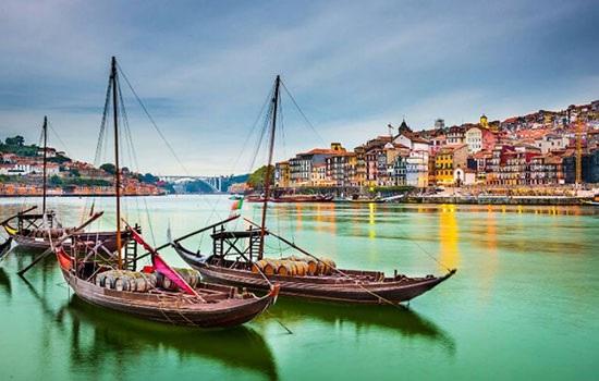 Количество иностранных туристов в Португалию сокращается