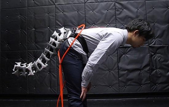 Японские исследователи создали роботизированный хвост, чтобы поддерживать стариков в вертикальном положении