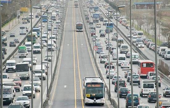 Переполненные автобусы стали тяжелым испытанием для пассажиров в Стамбуле