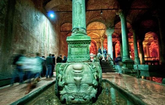 Цистерна Базилика в Стамбуле — мистический подземный мир