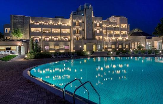 Туристы едут в азербайджанский курортный город Нафталан за молодостью