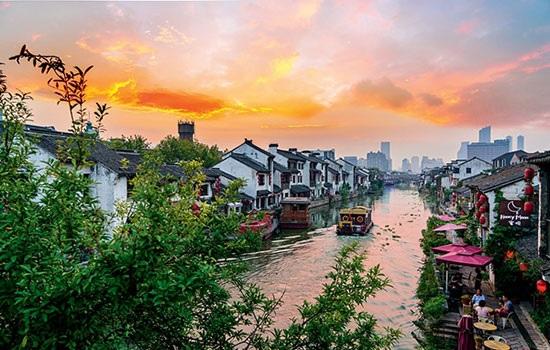 Живописные места китайского города Уси привлекают миллионы туристов со всего мира