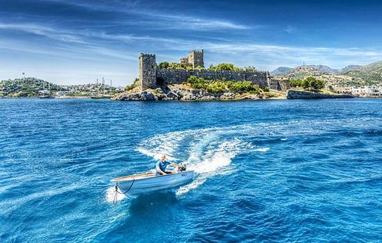 Бодрум — знаменитый курорт и пристань для яхт на южном побережье Эгейского моря
