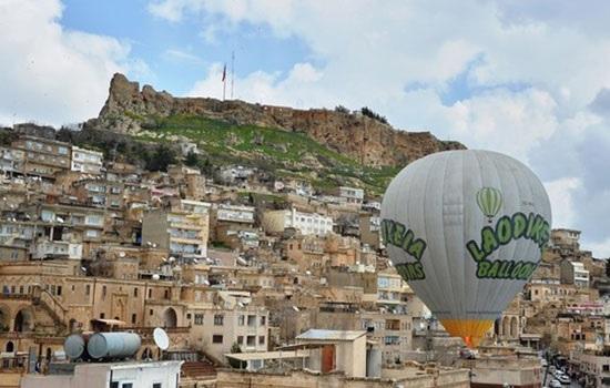 Мардин стал новым центром для осмотра достопримечательностей на воздушных шарах