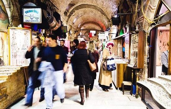Кемералты — большой базар Измира, который адаптируется к современности