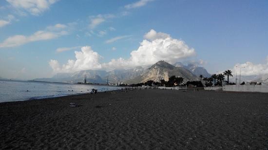 Популярный пляж Антальи может совсем исчезнуть