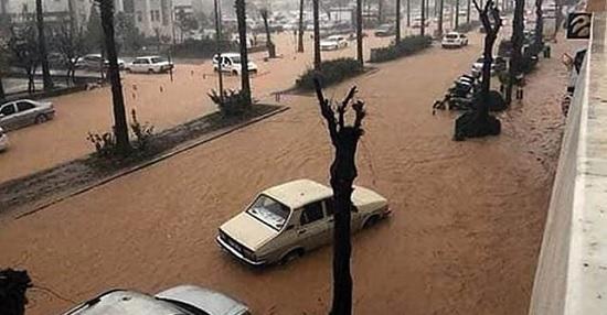 Сильные дожди в турецкой Анталье привели к наводнению