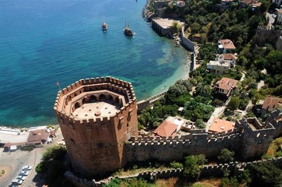 Крепость Аланьи: почувствуйте себя в средневековье