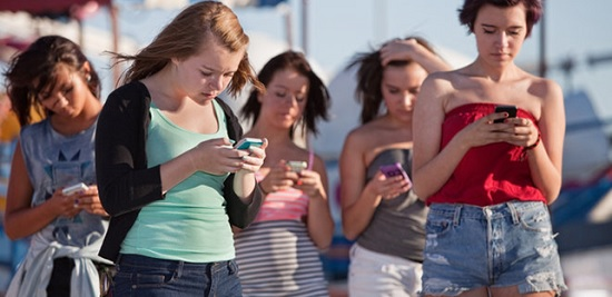 В США предлагают запретить подросткам до 21 года пользоваться смартфонами