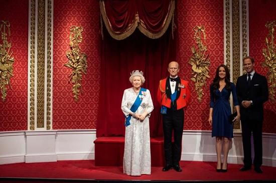 Убрали с глаз долой. Музей мадам Тюссо убрал фигуры принца Гарри и Меган Маркл из экспозиции